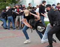 Милиция Белоруссии задержала журналистов и прохожих на акциях в поддержку Бабарико