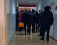 Два человека пострадали в результате стрельбы в школе Нальчика