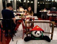 У столиці Таїланду відновлюють роботу ресторани