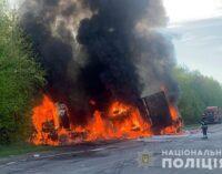 Моторошна ДТП: вантажівка, бус і мінівен зіткнулися на трасі і загорілися, четверо загиблих