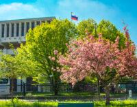 Посольство РФ во Франции отвергло обвинения в связях с «антипрививочниками»
